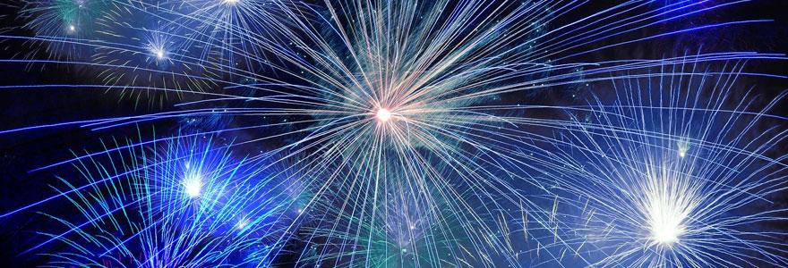 photo d'un feu d'artifice aux couleurs bleutées